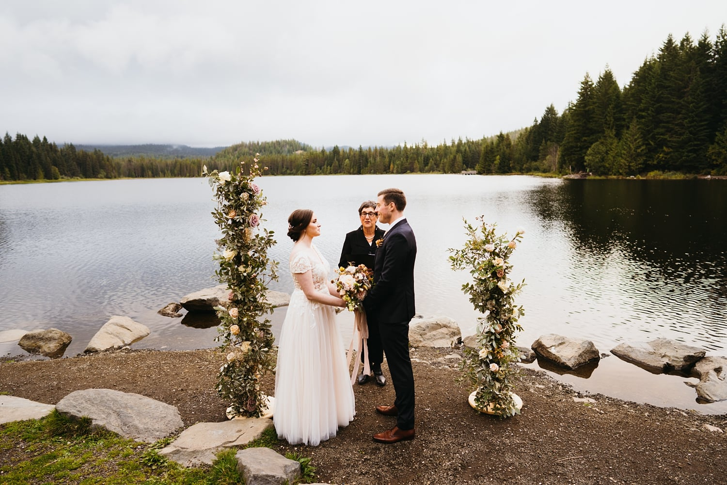 Oregon Elopement Lake Trillium